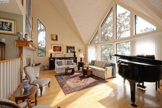Photo 2: 878 Denford Cres in VICTORIA: SE Lake Hill House for sale (Saanich East)  : MLS®# 767667