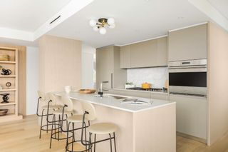 """Photo 2: 1702E 1365 DAVIE Street in Vancouver: West End VW Condo for sale in """"MIRABEL"""" (Vancouver West)  : MLS®# R2622728"""