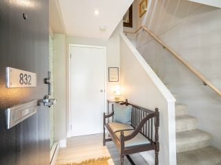 """Photo 3: 832 W 7TH Avenue in Vancouver: Fairview VW Townhouse for sale in """"Casa del Arroyo"""" (Vancouver West)  : MLS®# R2274661"""