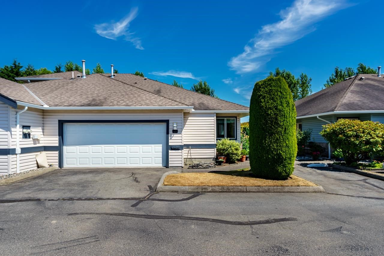 """Main Photo: 45 5550 LANGLEY Bypass in Langley: Langley City Townhouse for sale in """"RIVERWYNDE"""" : MLS®# R2598907"""