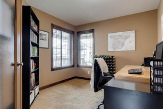 Photo 3: 123 Tremblant Way SW in Calgary: Springbank Hill Detached for sale : MLS®# A1022174