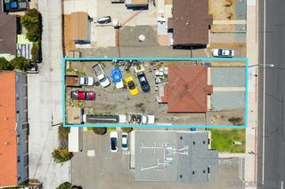 Photo 2: IMPERIAL BEACH House for sale : 2 bedrooms : 745 13th St