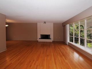 Photo 2: 2006 Runnymede Ave in Victoria: Residential for sale : MLS®# 289922