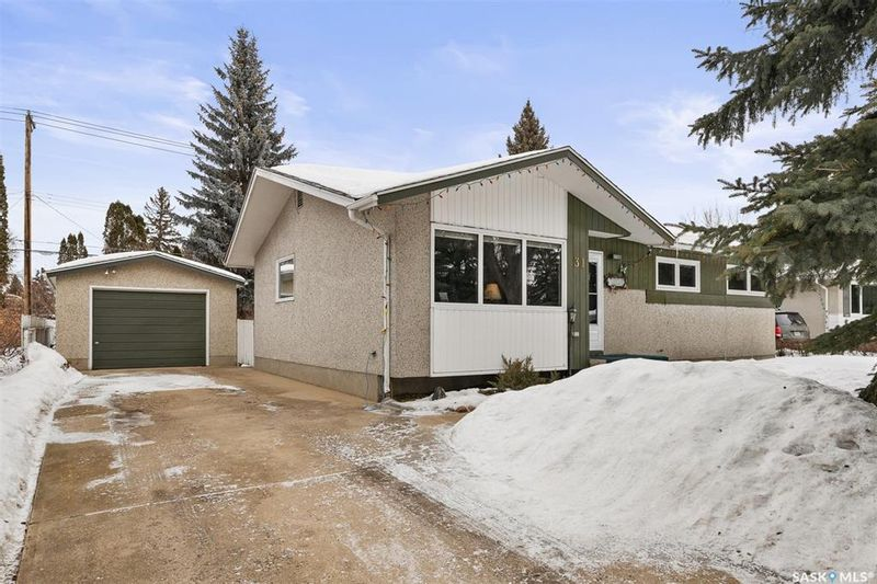 FEATURED LISTING: 31 Murphy Crescent Saskatoon
