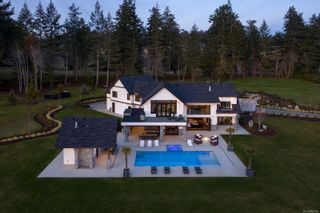 Photo 1: 4671 Pipeline Rd in : SW Royal Oak House for sale (Saanich West)  : MLS®# 869000