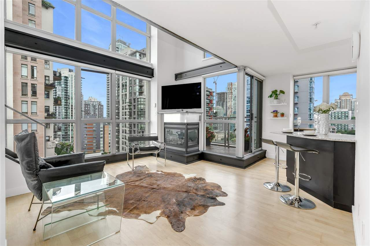 """Main Photo: 1203 1238 RICHARDS Street in Vancouver: Yaletown Condo for sale in """"Metropolis"""" (Vancouver West)  : MLS®# R2472141"""