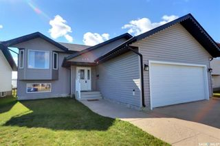Photo 1: 425 Southwood Drive in Prince Albert: SouthWood Residential for sale : MLS®# SK870812