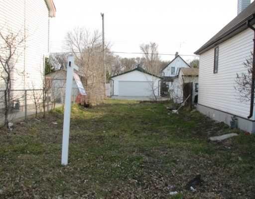 Main Photo: 1450 ELGIN Avenue West in WINNIPEG: Brooklands / Weston Residential for sale (West Winnipeg)  : MLS®# 2907529
