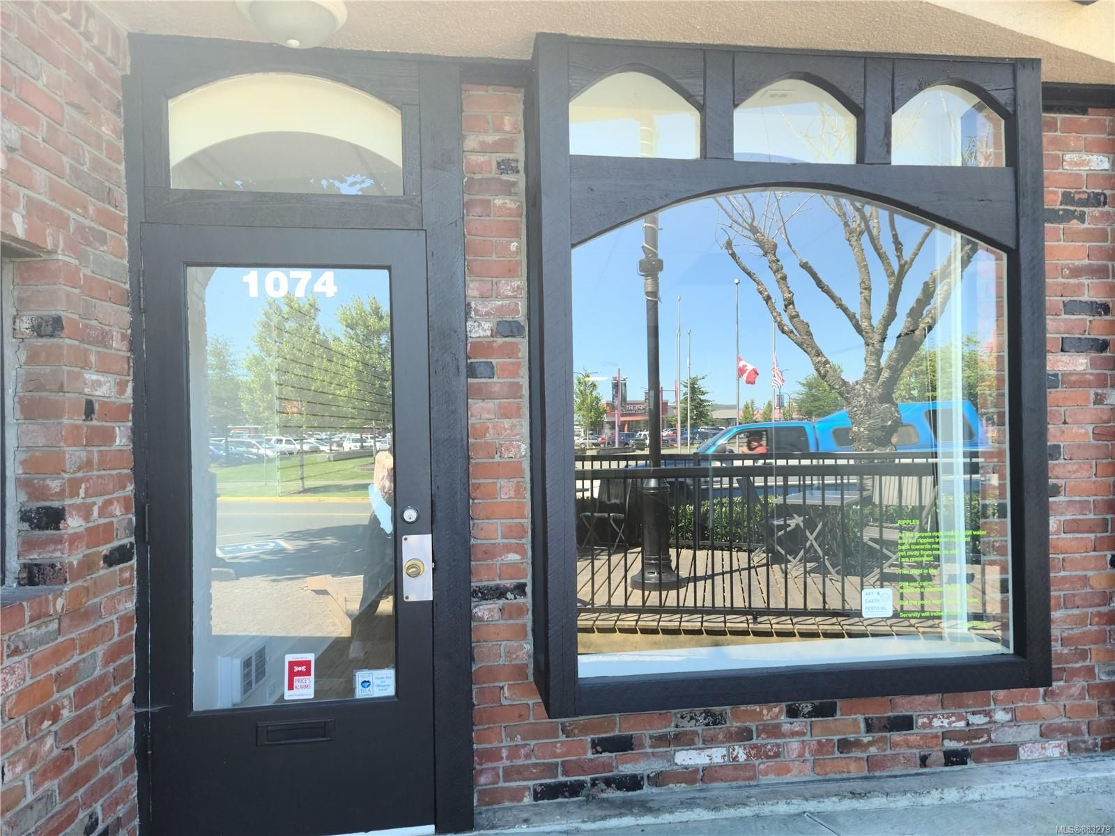 Main Photo: 1074 Shoppers Row in : CR Campbell River Central Retail for lease (Campbell River)  : MLS®# 883279