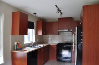 """Photo 4: 312 9233 GOVERNMENT Street in Burnaby: Government Road Condo for sale in """"SANDLEWOOD"""" (Burnaby North)  : MLS®# R2398621"""