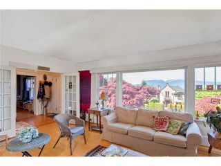 Photo 2: 3830 W 12TH AV in Vancouver: Point Grey House for sale (Vancouver West)  : MLS®# V895140