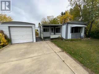 Photo 2: 11 Mobile Drive NE in Three Hills: House for sale : MLS®# A1140398
