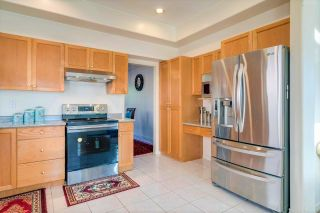 Photo 6: 8203 152 Street in Surrey: Bear Creek Green Timbers House for sale : MLS®# R2443253