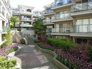 """Photo 1: 325 332 LONSDALE Avenue in North Vancouver: Lower Lonsdale Condo for sale in """"CALYPSO"""" : MLS®# V1076735"""