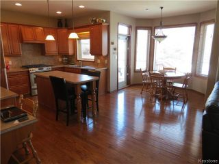 Photo 5: 136 Lindmere Drive in WINNIPEG: River Heights / Tuxedo / Linden Woods Residential for sale (South Winnipeg)  : MLS®# 1405939