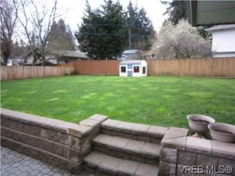Photo 16: Photos: 569 Langholme Dr in VICTORIA: Co Wishart North House for sale (Colwood)  : MLS®# 528948