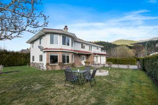 Photo 1: 1370 OAK Place in Squamish: Brackendale House for sale : MLS®# R2614210