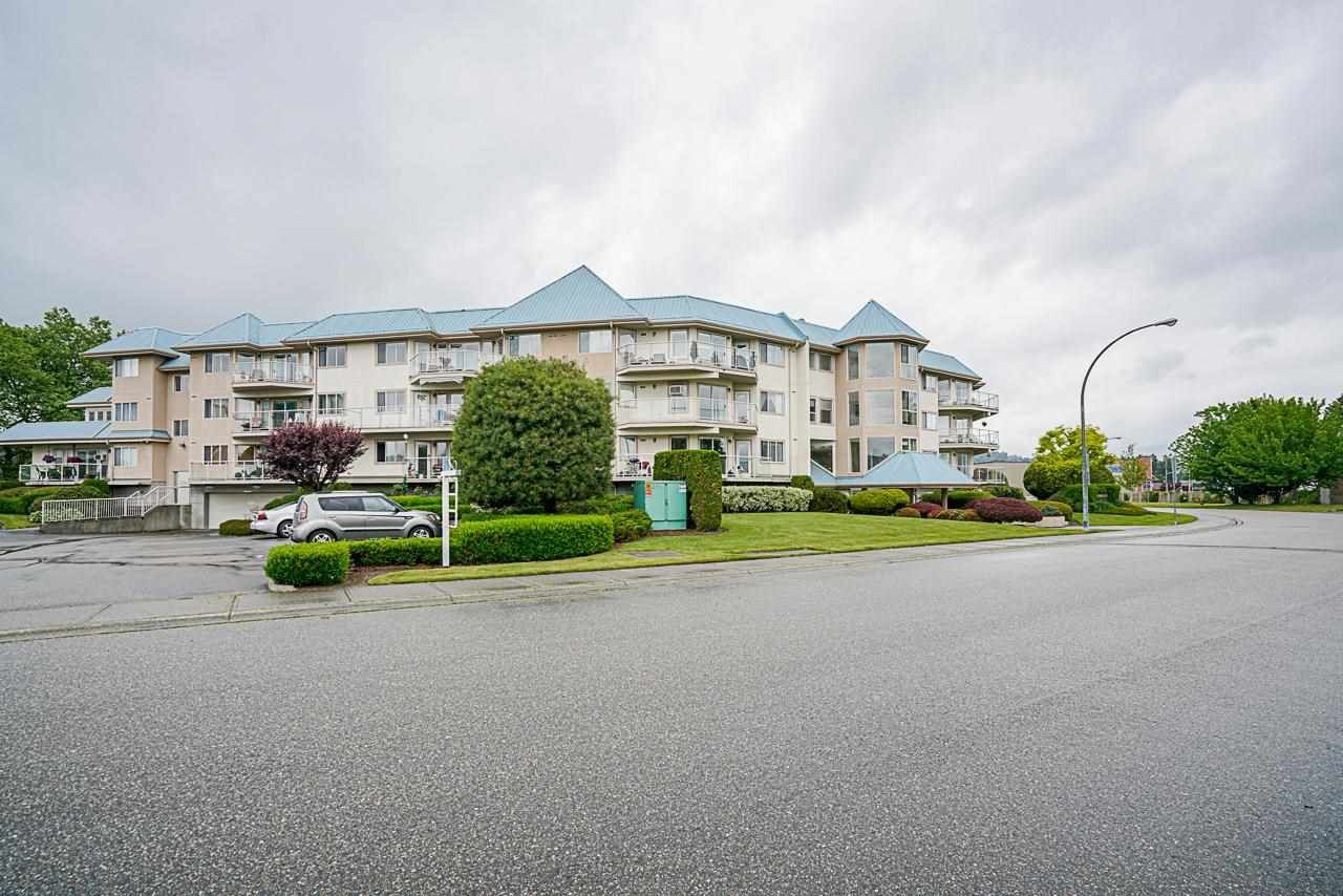 """Main Photo: 309 7685 AMBER Drive in Chilliwack: Sardis West Vedder Rd Condo for sale in """"The Sapphire"""" (Sardis)  : MLS®# R2592956"""