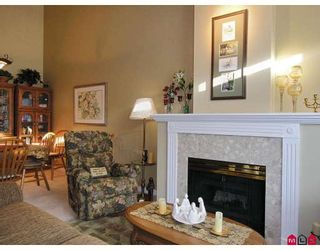 """Photo 4: 107 9012 WALNUT GROVE Drive in Langley: Walnut Grove Townhouse for sale in """"QUEEN ANNE GREEN"""" : MLS®# F2729311"""