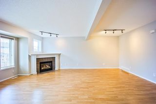 Photo 7: 678 Regal Park NE in Calgary: Renfrew Row/Townhouse for sale : MLS®# A1103366