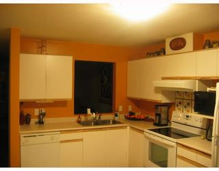 """Photo 10: 6820 RUMBLE Street in Burnaby: South Slope Condo for sale in """"GOVERNORS WALK"""" (Burnaby South)  : MLS®# V636813"""