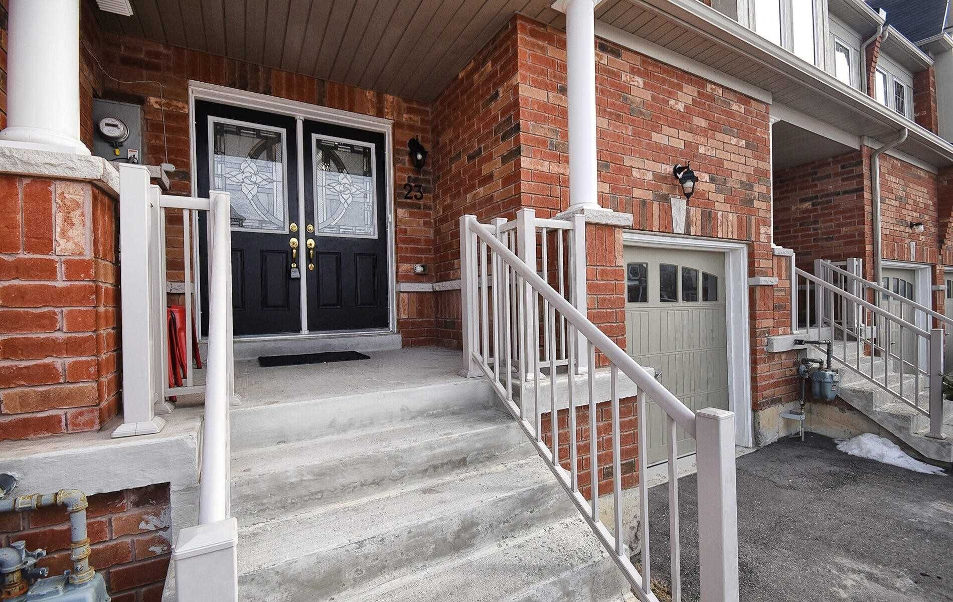 Main Photo: 23 E Clarinet Lane in Whitchurch-Stouffville: Stouffville House (2-Storey) for sale : MLS®# N5093596