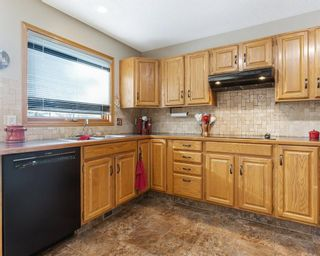 Photo 7: 75 SILVERSTONE Road NW in Calgary: Silver Springs Detached for sale : MLS®# C4287056