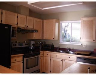 """Photo 2: 29 900 W 17TH Street in North_Vancouver: Hamilton Townhouse for sale in """"FOXWOOD HILLS"""" (North Vancouver)  : MLS®# V690097"""