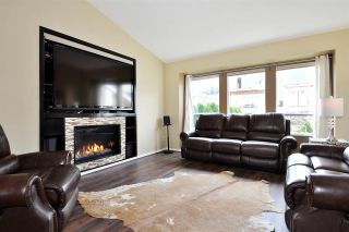 Photo 2: 1301 DAIMLER Street in Coquitlam: Canyon Springs House for sale : MLS®# R2568228