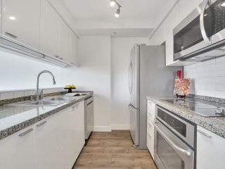 Photo 8: 1702 1200 ALBERNI Street in Vancouver: West End VW Condo for sale (Vancouver West)  : MLS®# R2617052