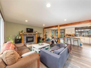 Photo 4: 40435 FRIEDEL Crescent in Squamish: Garibaldi Highlands House for sale : MLS®# R2561568