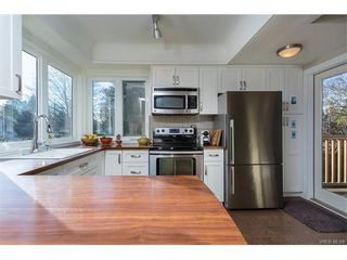 Photo 5: 1668 Earle St in VICTORIA: Vi Fairfield East House for sale (Victoria)  : MLS®# 748731