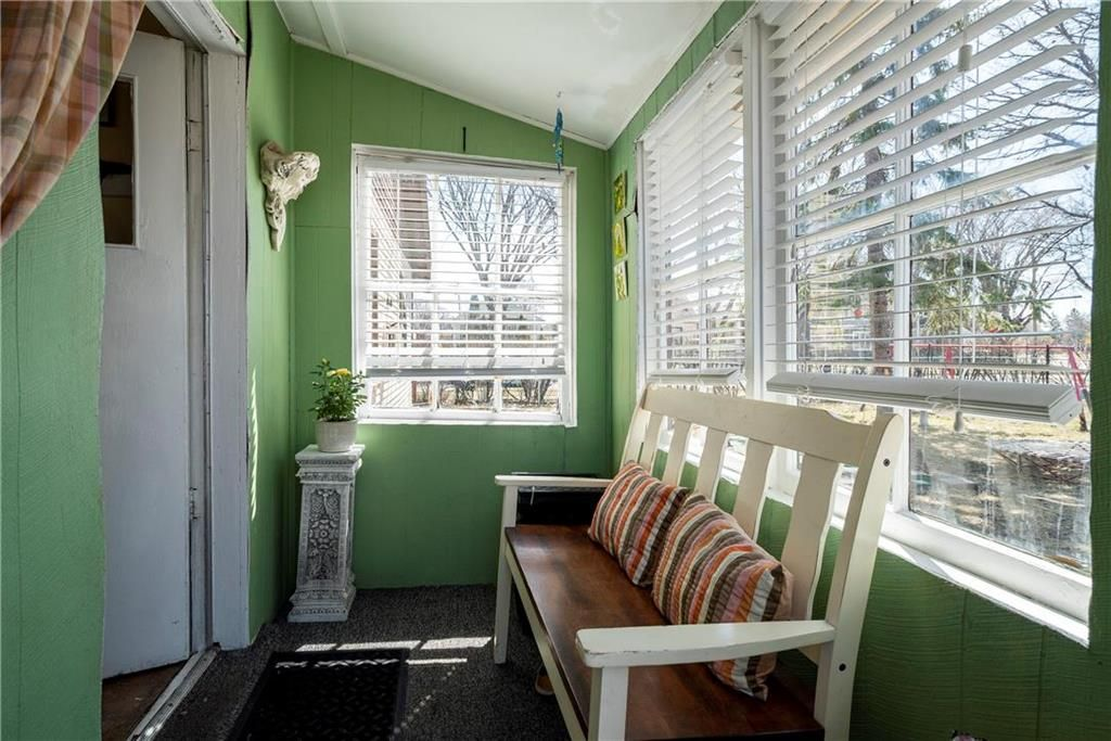 Photo 2: Photos: 711 Rosedale Avenue in Winnipeg: Lord Roberts Residential for sale (1Aw)  : MLS®# 202008672