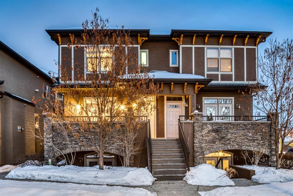 Great curb appeal for this well maintained 4plex