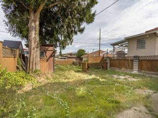 Photo 5: 3123 E 4TH Avenue in Vancouver: Renfrew VE House for sale (Vancouver East)  : MLS®# R2106855