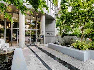 "Photo 1: PH3 1050 SMITHE Street in Vancouver: West End VW Condo for sale in ""STERLING"" (Vancouver West)  : MLS®# R2495075"