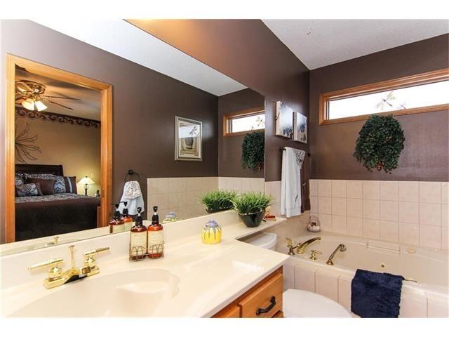Photo 26: Photos: 139 MCKERRELL Way SE in Calgary: McKenzie Lake House for sale : MLS®# C4102134