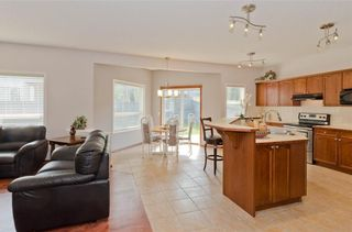 Photo 10: 70 Cresthaven Way SW in Calgary: Crestmont Detached for sale : MLS®# C4285935