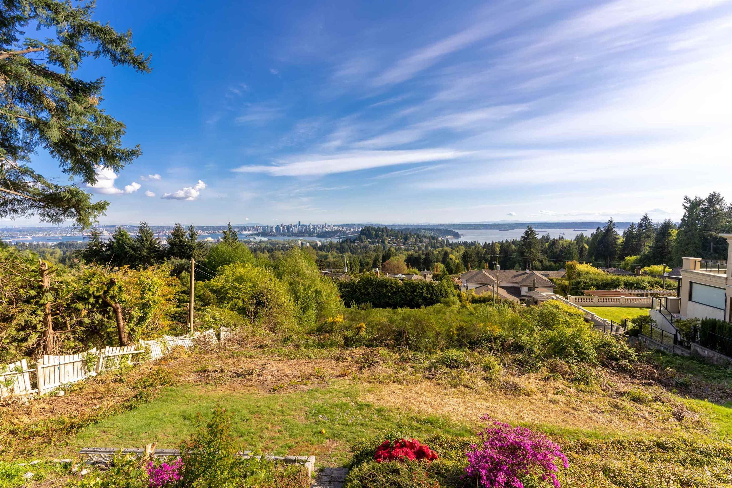Main Photo: 797 EYREMOUNT Drive in West Vancouver: British Properties House for sale : MLS®# R2624310
