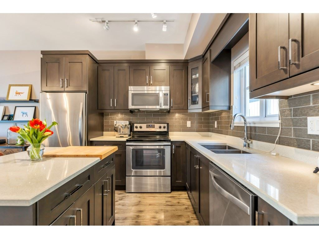 """Main Photo: 210 2273 TRIUMPH Street in Vancouver: Hastings Townhouse for sale in """"Triumph"""" (Vancouver East)  : MLS®# R2544386"""