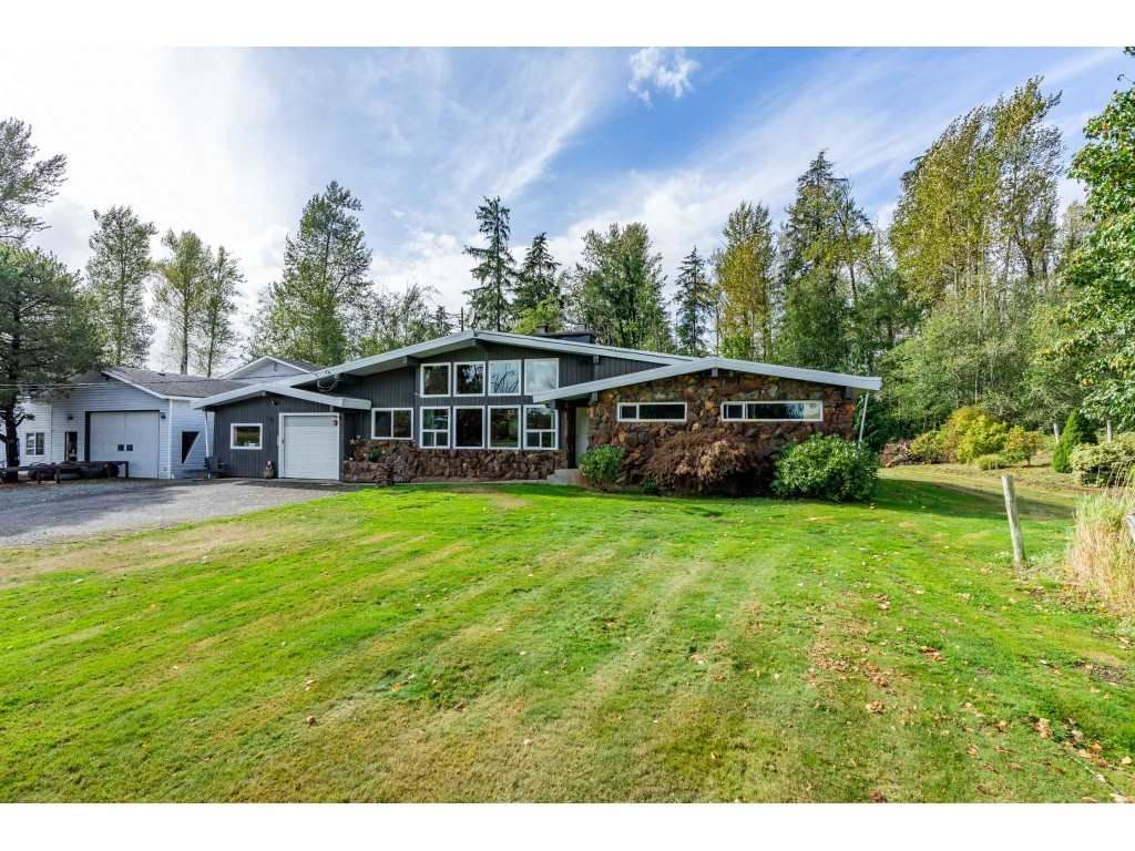 Main Photo: 26915 48 Avenue in Langley: Salmon River House for sale : MLS®# R2501939