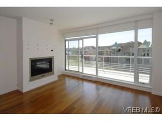 Photo 3: 212 68 Songhees Rd in VICTORIA: VW Songhees Condo for sale (Victoria West)  : MLS®# 499543