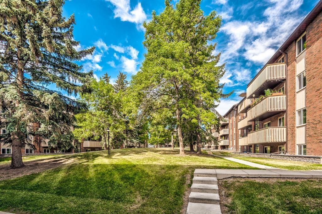 Main Photo: 432 11620 Elbow Drive SW in Calgary: Canyon Meadows Apartment for sale : MLS®# A1149891