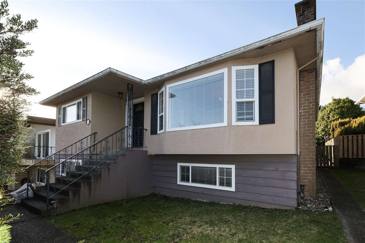 Main Photo: 8191 ELLIOTT Street in Vancouver: Fraserview VE House for sale (Vancouver East)  : MLS®# R2524924