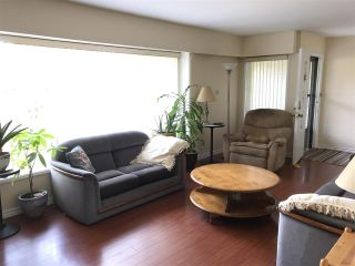 """Photo 6: 1326 COTTONWOOD Crescent in North Vancouver: Norgate House for sale in """"Norgate"""" : MLS®# R2199125"""