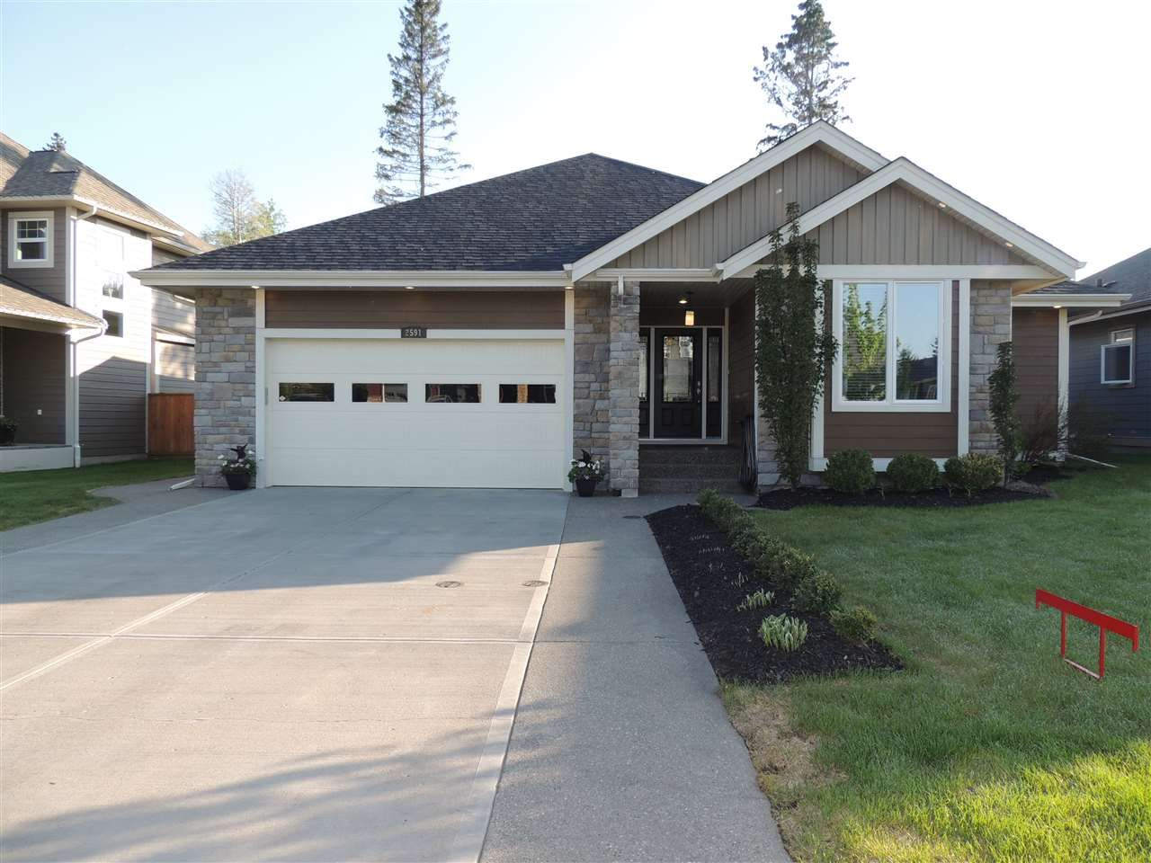 Main Photo: 2591 MAURICE DRIVE in : Charella/Starlane House for sale : MLS®# R2271541