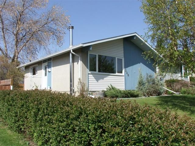 Main Photo: 240 VAN HORNE Crescent NE in Calgary: Vista Heights House for sale : MLS®# C4012124