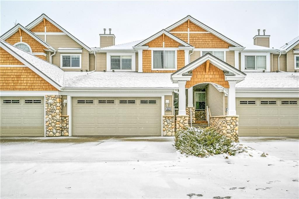 Main Photo: 22 DISCOVERY Heights SW in Calgary: Discovery Ridge Row/Townhouse for sale : MLS®# C4267505