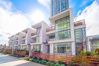 Photo 2: 6599 DUNBLANE Avenue in Burnaby: Metrotown Townhouse for sale (Burnaby South)  : MLS®# R2425512