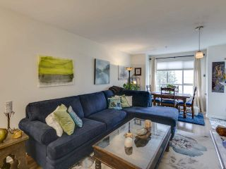 Photo 2: 404 6745 STATION HILL COURT in Burnaby: South Slope Condo for sale (Burnaby South)  : MLS®# R2445660
